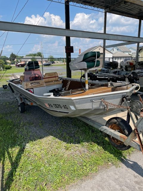 1983 Fisher 16' Bass Boat 9