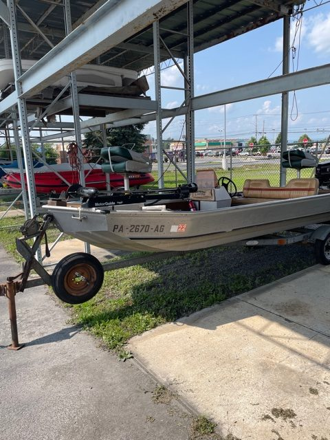 1983 Fisher 16' Bass Boat 10