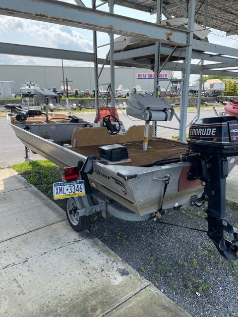 1983 Fisher 16' Bass Boat 13