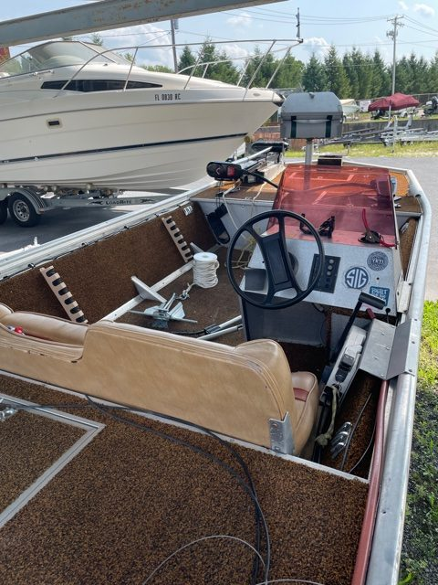 1983 Fisher 16' Bass Boat 11